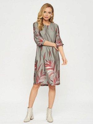 Платье Платье П-2010 ФЕН(В20)  Состав ткани : Вискоза 93%, шерсть 7% Рост фотомоделей: 178 см  Платье с принтом из лепестков-перьев на серебристом фоне. Рукава на резинке, застежка на пуговицу на спи
