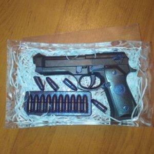Пистолет (обойма и 4 патрона в комплекте)