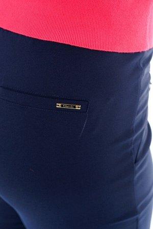 Брюки-2203 Модель брюк: Классические; Материал: Хлопок; Фасон: Брюки Брюки классика с молнией на кармане синие Брюки прямого силуэта выполнены из мягкой плотной ткани. По бокам практичные карманы с фу