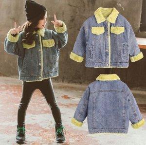 Парки Джинсовая  парка прекрасно впишется в  гардероб вашего ребёнка. Эта современная  вещь будет уместна в сочетании с любым стилем одежды.  Утеплитель - искусственный мех кролика