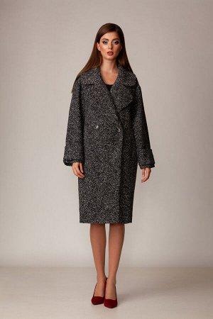 Пальто Пальто Rosheli 730 серый  Состав ткани: ПЭ-100%;  Рост: 164 см.  Двубортное пальто из мягкой пальтовой ткани на подкладке в стиле оверсайз. Объемность, крупные детали придают пальто особую эле