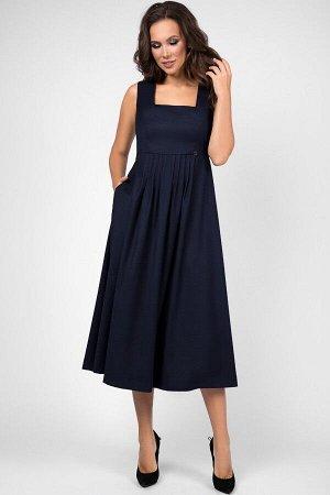 Сарафан Сарафан Teffi style 1466 синий  Состав ткани: Вискоза-24%; ПЭ-72%; Спандекс-4%;  Рост: 170 см.  Сарафан женский полуприлегающего силуэта, с подрезом. По переду лифа - рельефы, левый декориров