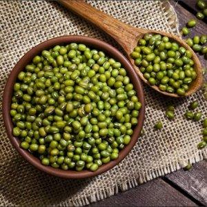 Крупа Маш Маш имеет еще одно название – бобы мунг. На внешний вид бобовая культура напоминает зеленый горох с глянцевой поверхностью. Польза бобов маша заключается в том, что они: укрепляют иммунитет;