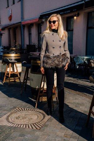 Пальто Пальто Azzara 3071  Состав: ПЭ-80%; Спандекс-4%; Шерсть-6%; Акрил-10%; Сезон: Осень-Зима Рост: 170  Полупальто женское, комбинированное из пальтовой ткани и искусственного меха, укороченное, п