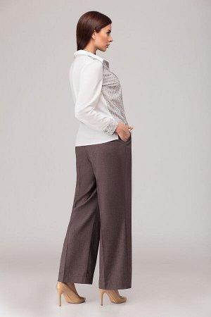 Костюм Костюм Liberta 518  Сезон: Весна Рост: 164  Комплект из 2-х предметов: блузка и брюки. Блузка приталенного силуэта на пуговицах, правая полочка изделия с наложением принтованой сетки, длина бл