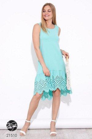 Платье с вырезом на спине и перфорированным нижним краем