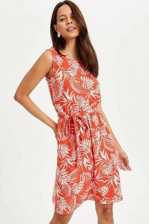 Платье Размеры модели: рост: 1,75 грудь: 84 талия: 60 бедра: 90 Надет размер: M эластан 3%, полиэстер 97%