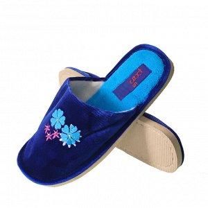 Модель маломерит, смотрите описание. Размер 36. ??Домашние женские тапочки Sparkle с вышивкой и стразами ультра синего цвета.