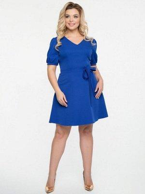 Платья Очаровательное платье прилегающего силуэта из плательно-костюмной ткани ярко-синего цвета. - однотонная расцветка - V-образный вырез горловины - втачные рукава на сборке и манжете - отрезная ли