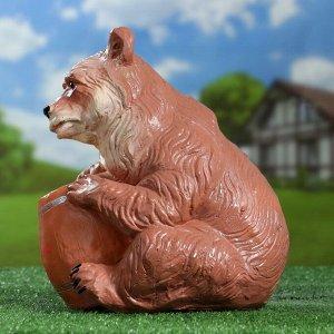 """Садовая фигура """"Медведь с бочонком"""" коричневый 27х24х28см"""
