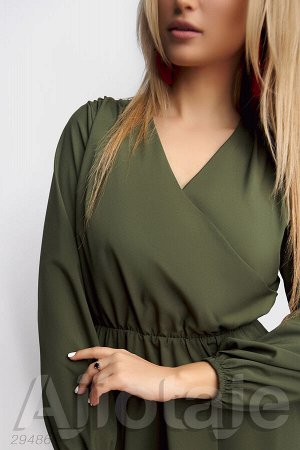 Платье с вырезом на запах цвета хаки