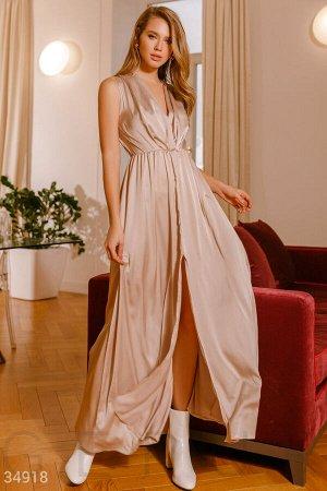 Шелковое платье бежевого цвета