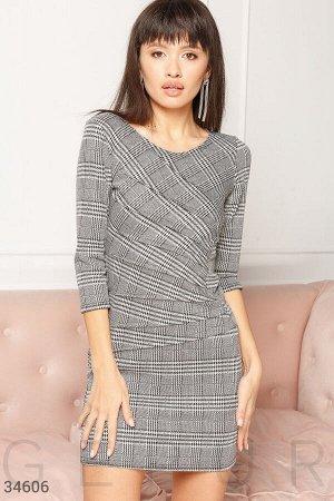 Трикотажное клетчатое платье