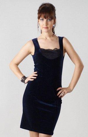 Платье Женственное платье, полуприлегающего силуэта, выполнено из бархатного полотна благородного синего цвета. Изящный бретели, глубокий круглый вырез горловины декорирован кружевной вставкой. Спинка