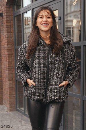Стильная куртка из ткани букле