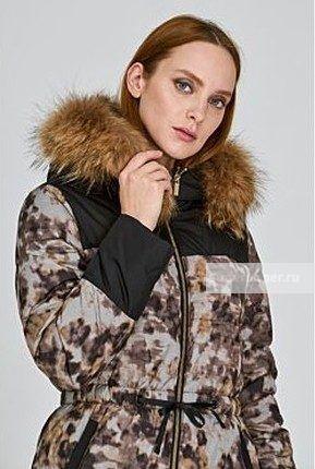 Женская текстильня куртка на натуральном пуху с отделкой мехом енота