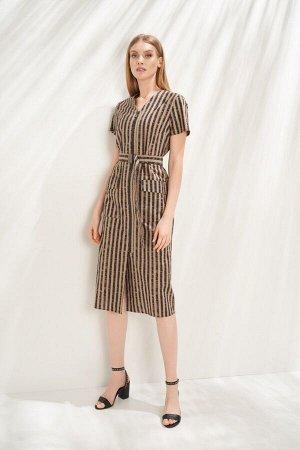 Платье Платье-рубашка в стиле smart casual выполнено из хлопкового полотна с принтом в полоску. Модель классического прямого силуэта, с застежкой спереди на длинную разъемную металлическую молнию. V-о