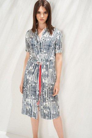 Платье Платье в стиле smart casual с карманами в боковых швах выполнено из тонкого полотна с оригинальным принтом и эффектом «non iron» (не требующая утюжки). Модель представляет собой имитацию компле