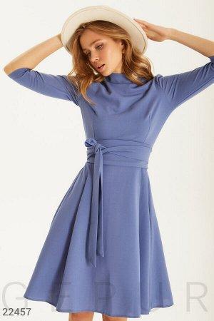 Лаконичное платье А-силуэта