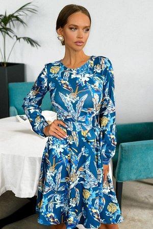 Платье Размер: 42 Платье нежных синих оттенков очаровывает и манит Интересный и привлекательный наряд за счет легкой расклешенной юбки. По всей поверхности ткани расположены яркие цветочные композиции