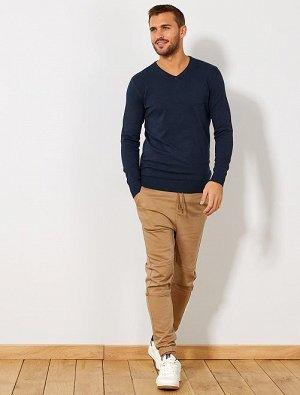 Легкий свитер с V-образным вырезом