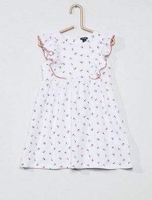 Платье с оборками и рисунком