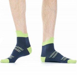 """Носки Хлопковые мужские носки с контрастным дизайном резинки, мыска и пятки. Фронтальная часть модели декорирована ярким рисунком """"мелкие ромбы"""".  Состав: Хлопок 77%, Полиамид 20%, Эластан 3%"""