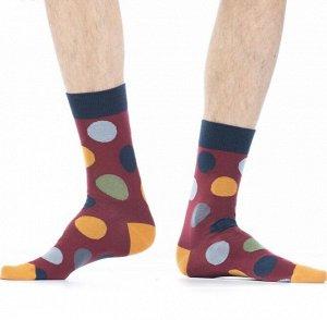 """Носки Хлопковые мужские носки с контрастным дизайном резинки, мыска и пятки. Вся модель декорирована ярким рисунком """"крупные разноцветные кружочки"""".  Состав: Хлопок 87%, Полиамид 11%, Эластан 2%"""
