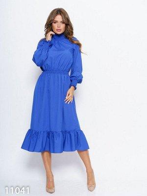 Синее приталенное миди платье с жаткой