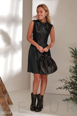 Минималистичное кожаное платье