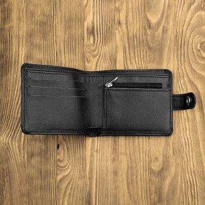 Портмоне Портмоне изготовлен мастерами из высококачественной телячьей кожи. Внутри есть удобные карманы для купюр, пластиковых карт, визиток. Также имеется отдельный кармашек для монет на молнии. На и