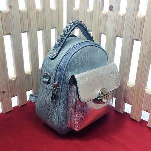 Модная сумка-рюкзак Weekend из дорогой мелкозернистой натуральной кожи нежно-голубого цвета.