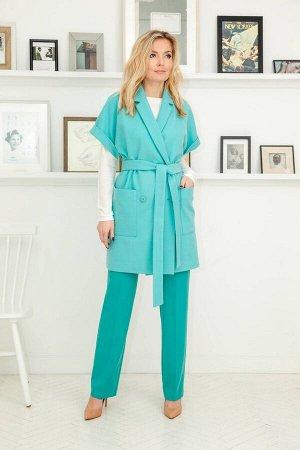 Костюм Костюм Azzara 650Б  Рост: 170 см.  Комплект женский, состоит из пальто с коротким рукавом, брюк и джемпера. Пальто из мягкой пальтовой ткани, свободного прямого покроя под съемный пояс, воротн