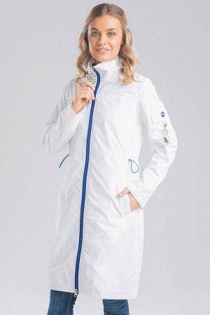 Белый Для любителей простого стиля несомненно придется по вкусу легкий плащ с накладным карманом на рукаве и ярким слайдером, привлекающим внимание. Центральная застежка на молнию, карманы прорезные.