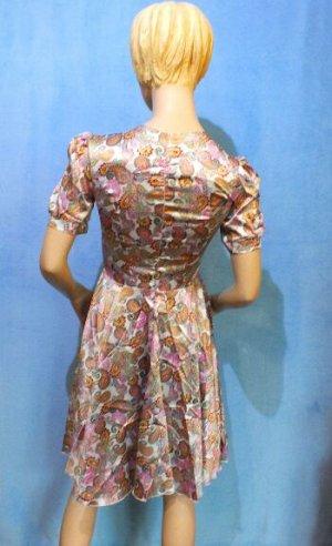 Платье Материал искусственный шелк. ОГ 80, ОТ 64см, длина 93см. Имеет небольшой складской запах, при стирке уходит