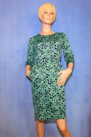 Платье Материал кукуруза, по бокам 2 кармана. 42: ОГ 80см, ОТ 64см, ОБ 88см, длина 95см. Имеет небольшой складской запах, при стирке уходит