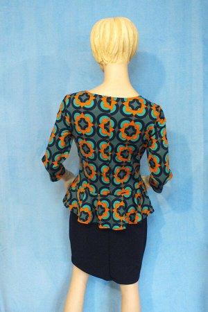 Платье Материал трикотаж, 46: ОГ 88см,ОТ 76см, ОБ 90см, длина 91см, 48: ОГ 90см, ОТ 78см, ОБ 92см, длина 92см. Имеет небольшой складской запах, при стирке уходит