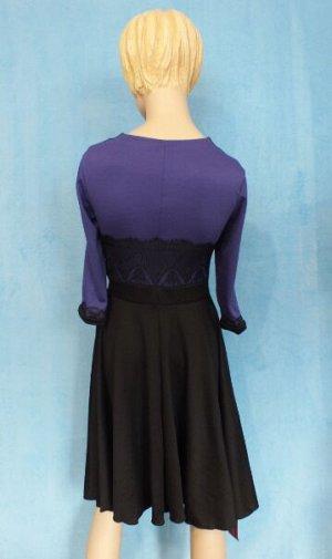 Платье Материал трикотаж. Рукава 48 см, Длина 90 см, ОГ 87 см, ОТ 66 см. Имеет небольшой складской запах, при стирке уходит