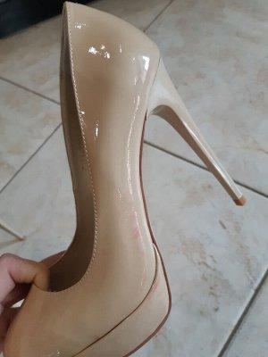 Туфли Sasha Fabiani  удобнейшая колодка Стоили дороже, БРАК, окрасились от упаковки(  См доп фото окрасились только сбоку, перед чистый