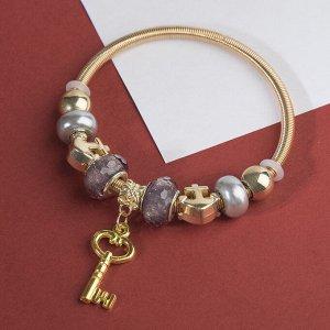 """Браслет с жемчугом """"Марджери"""" ключ, цвет серый в золоте, d=6,5 см"""