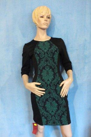 Платье Рукава 43 см, длина 83 см, ОГ 90 см, ОТ 70 см, ОБ 90 см. Имеет небольшой складской запах, при стирке уходит