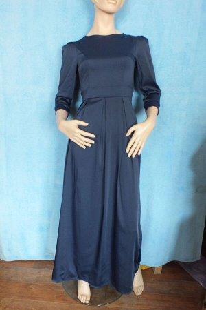 Платье 42: Рукава 47 см, длина 138 см, 7ОГ 4 см, ОТ 64 см. 44: Рукава 49 см, Длина 147 см, ОГ 82 см.ю ОТ 70 см. Имеет небольшой складской запах, при стирке уходит