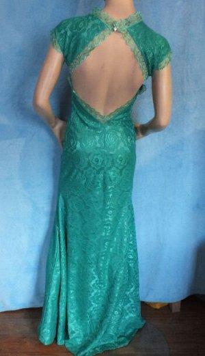 Платье Длина 153 см, ОГ 80 см, ОТ 67 см. Имеет небольшой складской запах, при стирке уходит