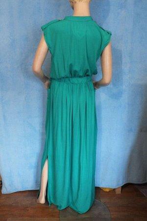 Платье Длина 152 см, ОГ 102 см, ОТ 72 см.Имеет небольшой складской запах, при стирке уходит