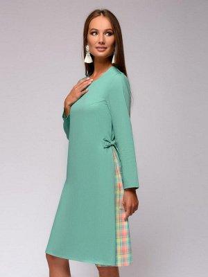 Платье мятного цвета со вставками в клетку по бокам