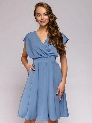 Платье голубое с глубоким вырезом без рукавов