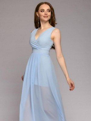 Платье нежно-голубого цвета длины макси без рукавов с глубоким вырезом