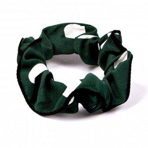 Резинка ЦВЕТ: зеленый,  Замеры модели* * рост указан приблизительно, ориентируйтесь на замеры *Размер: диаметр резинки 5 см. Мягкая резинка (скранч) с принтом в горох. Отлично фиксирует хвост, не деф