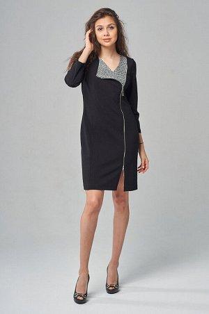Платье Комбинированное трикотажное платье миди приталенного силуэта. Округлый вырез горловины переходит в ассиметричный цельнокроеный лацкан на двусторонней молнии по всей длине платья с рельефными шв