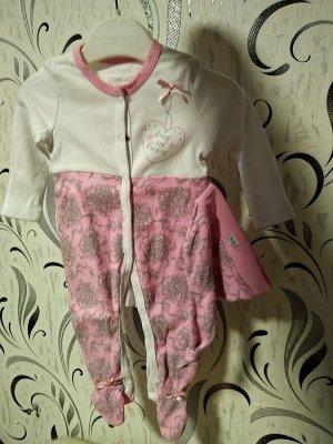 Комплект комбинезон и колпачок для девочки розовое